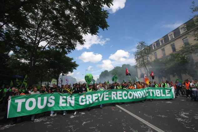 banderole SUD Rail grève reconductible