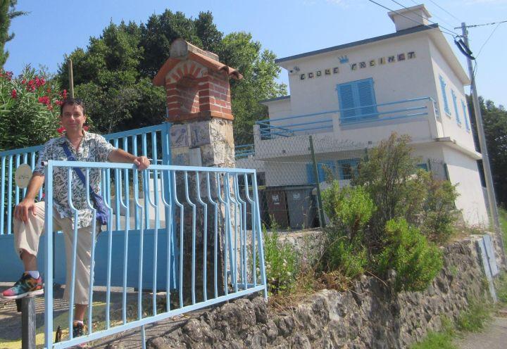 devant l'école Freinet de Vence le 2 août 2018