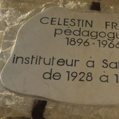 plaque en hommage à Célestin Freinet photographiée le 2 août 2018 lors de mon passage à Saint-Paul-de-Vence