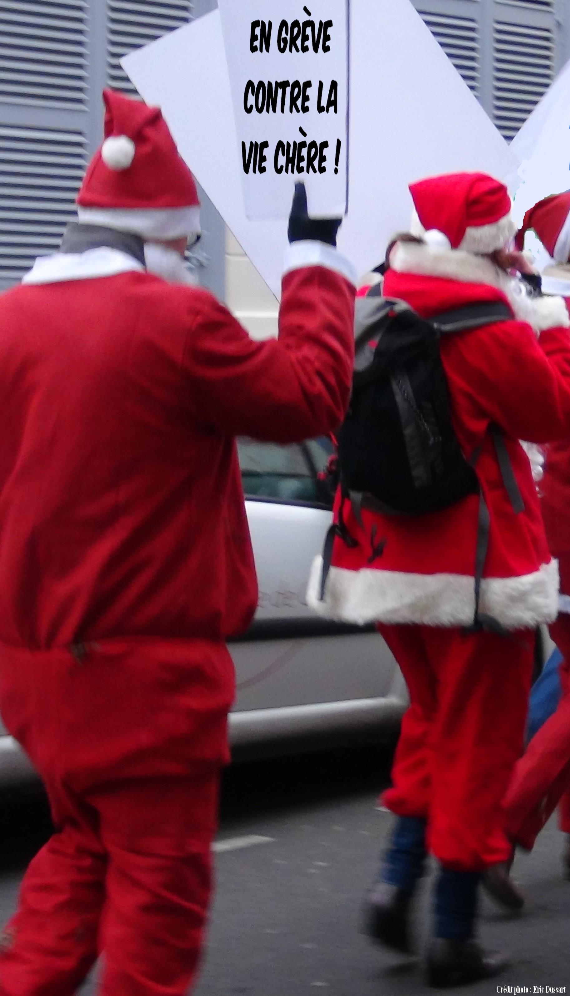 pères Noël en grève contre la vie chère